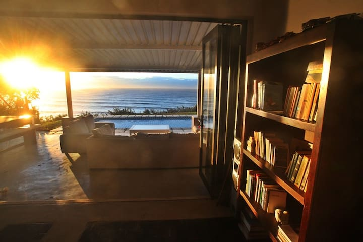 Family beach house with a magnificent ocean view - Umdloti - House