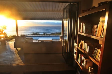 Family beach house with a magnificent ocean view - Umdloti - Casa