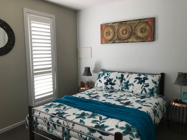 Double bed with Tv/DVD .. air conditioning & fan for your comfort