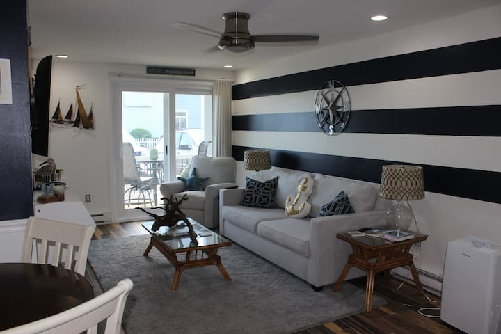 Well Appointed and Remodeled Condo on the Beach!