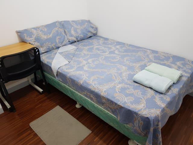 Budget Condo Room in Malate, Manila 2