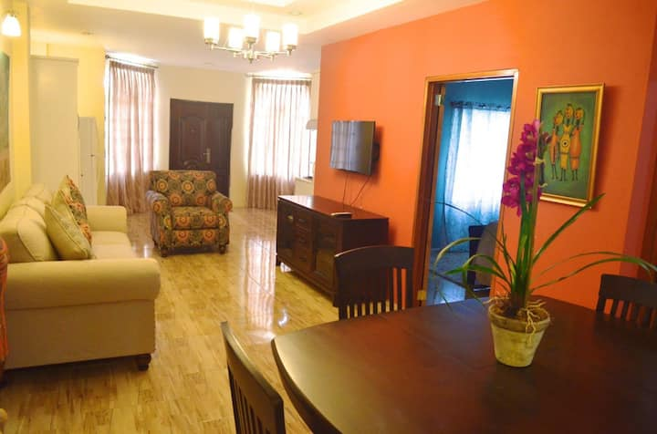 Modern Suite! Close to Major sites & attractions