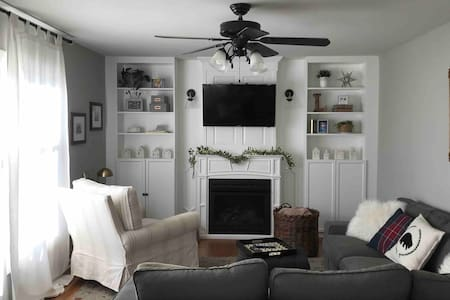 Comfortable home great for families - Naperville