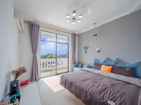 蓝海湾阳台海景投影大床房