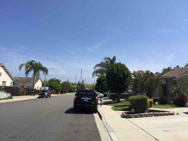 Chino Hills Beautiful house with Fully Furnitures
