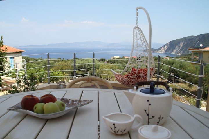 Ionian Breeze- house with great sea view - Platrithias - Casa de camp
