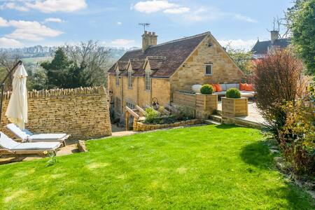 Soho House Style 5* Cottage in Stunning Cotswolds