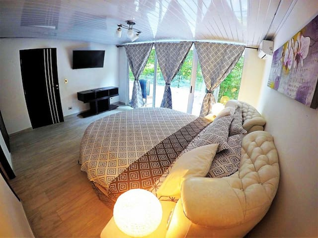 Luxary B&B with Breakfast A/C+ free island Tour -4