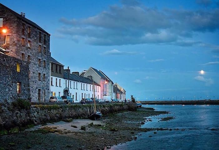 The Long Walk @ The Spanish Arch - Galway - Daire