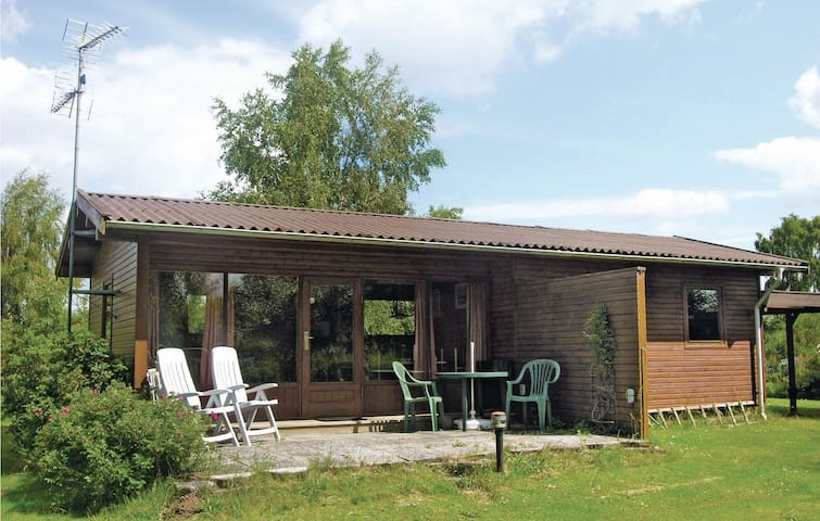 Holiday cottage with 2 bedrooms on 45 m² in Dronningmølle