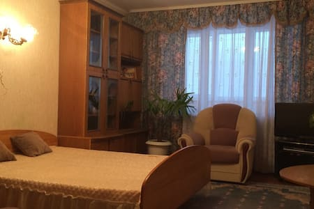 1-комнатная огромная квартира на берегу Днепра