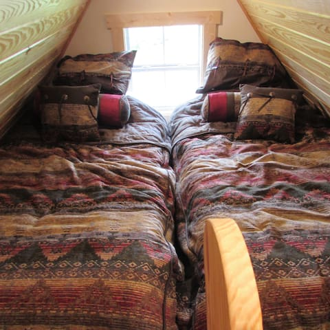 Loft with two twin beds...