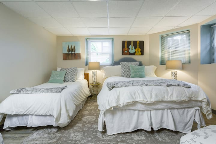 Large comfy queen bed and one twin