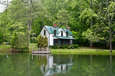 Big Creek Lodge - 8 Acres, Private Trout Pond - Mills River - Apartmen