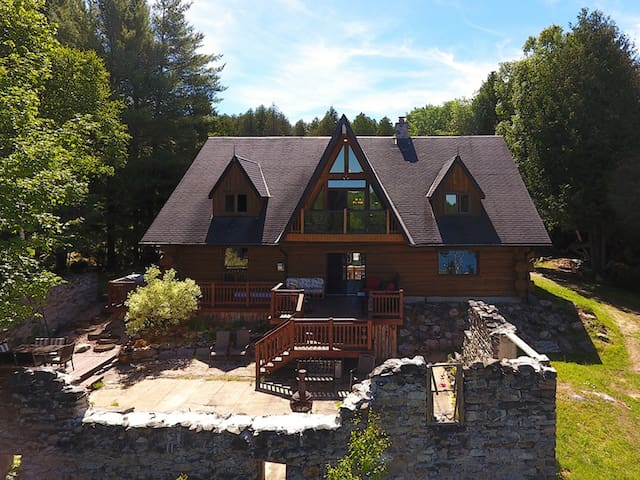 Stunning Log House on a Private Lake