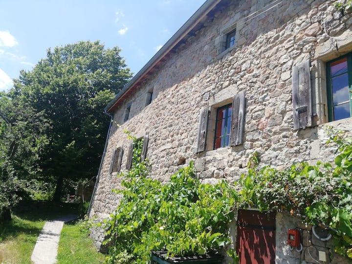 Bergerie rénovée au cœur de l'Ardèche verte