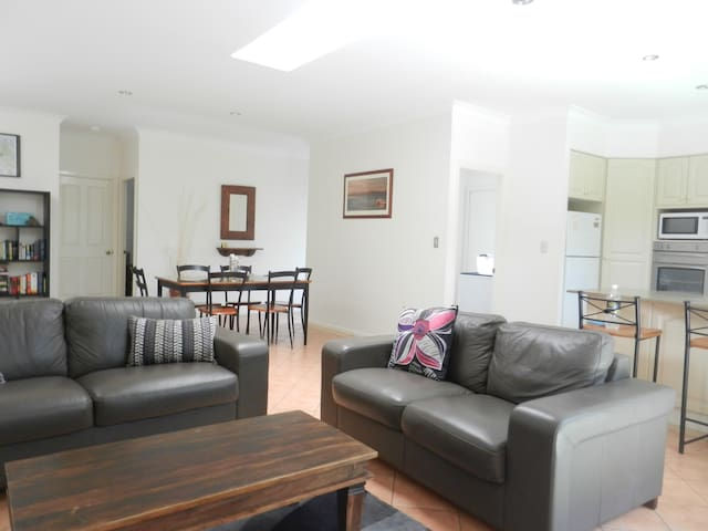 Great townhouse close to town/beach,free WIFI - Byron Bay - Leilighet