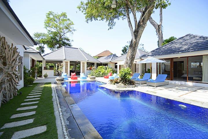 Luxury Elegant Private Villa Wide Garden View - Kerobokan - Huis