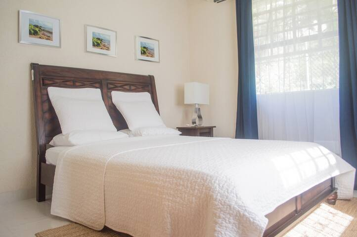 Authentic Island Living - Holders Hill - Guesthouse