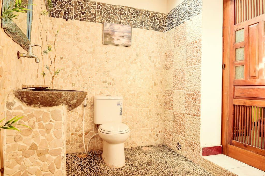 toilette batiment principal