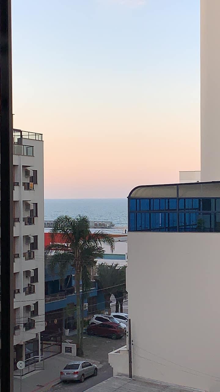 Apartamento de dois dormitórios, próximo à praia!