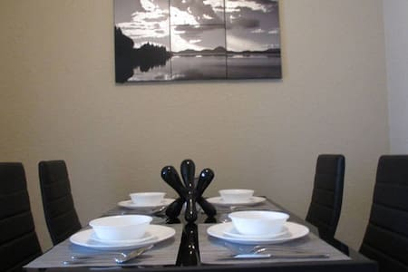 Comfortable Two-Bedroom with Breakfast! - Oklahoma City