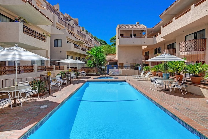 A20- 2 Bdr, 1.75 Bath, Condo, Common Pool and Jacuzzi