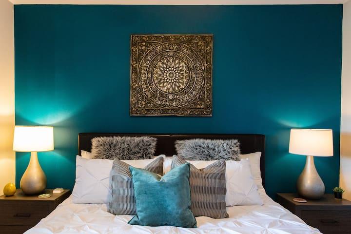 Grand Suite Gem | King Bed | Wifi | Parking | Pool