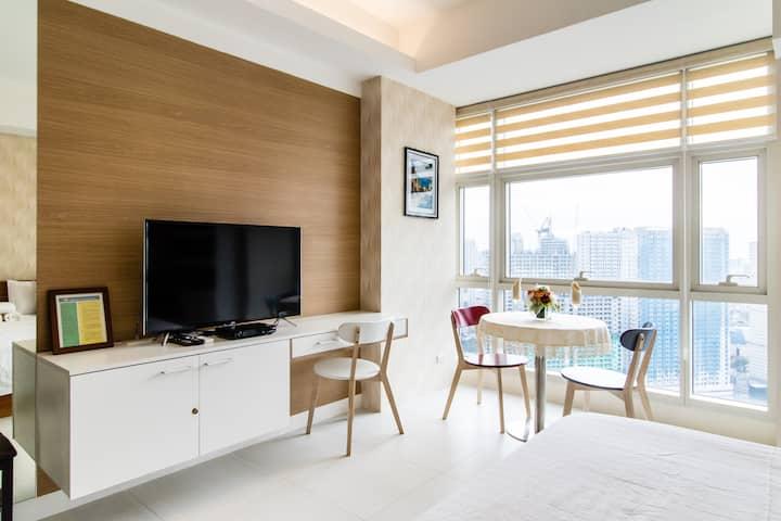 luxury unit atTwin oaks place near EDSA Shangri-la