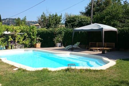 Maison familiale,  piscine privée - Carros - House