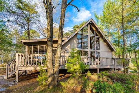 Bear Pines Retreat ~ Screened Porch ~ Fireplace
