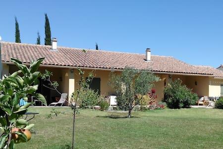 Provence: Studio of charm, with swimmingpool - Roaix - Haus