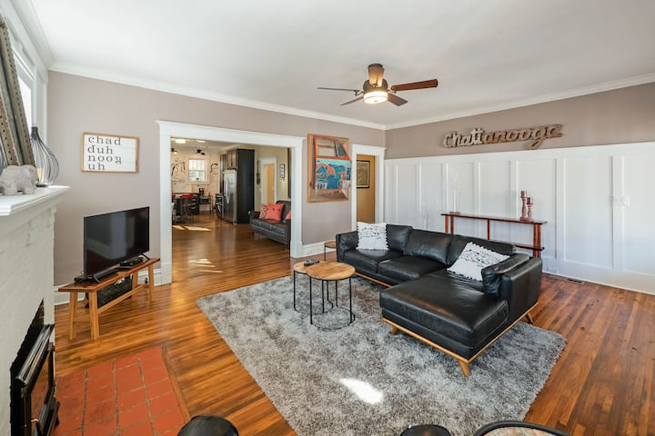Porch Perfect Artistic Home in North Chattanooga, Walking Distance to Restaurants