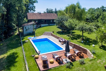Holiday cottage with 1 bedroom on 80m² in Kupljenovo
