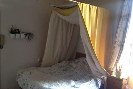 Cosy double bedroom Close canal - ดับลิน - บ้าน