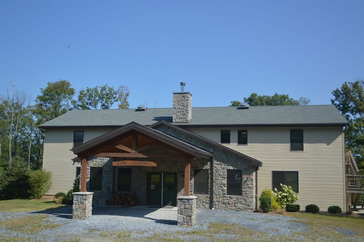 Large, Cozy Cabin Away From Chaos Sleeps 60
