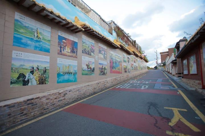 Samgukji Mural Street