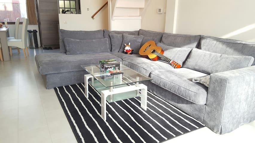 Cozy room in newly renovated house in lovely area - Delft - House