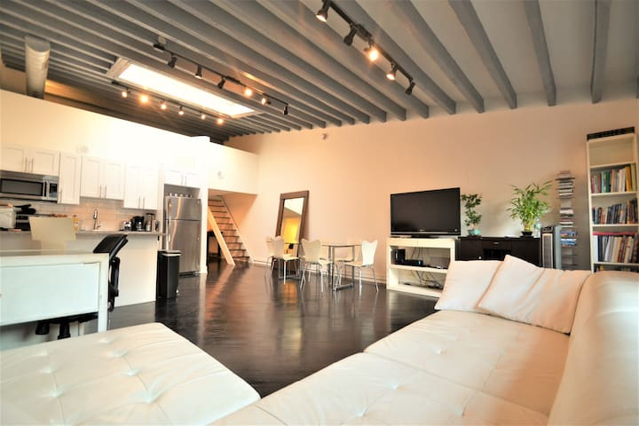 SUPERB PENTHOUSE LOFT - PRESTIGIOUS LOCATION