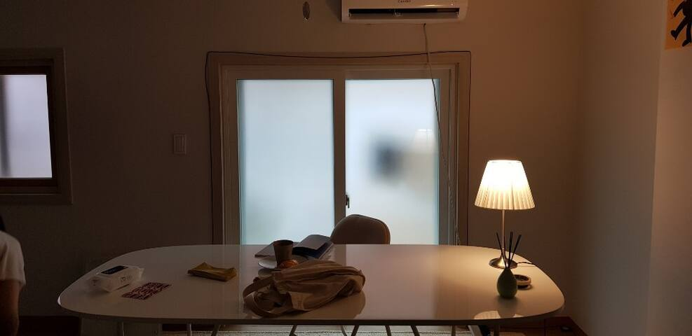 Beigee's Cozy room 5min from Iteawon st / 雅静的空间