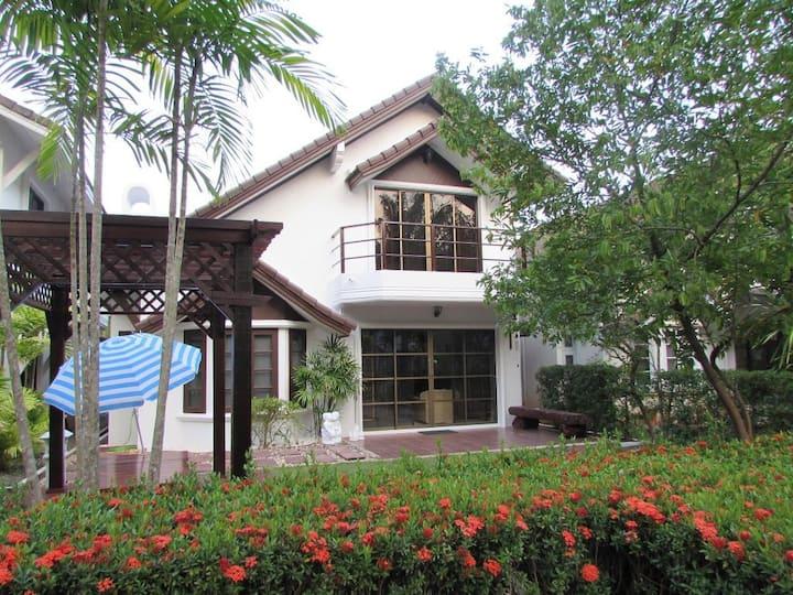 Villa with Garden near the Beach