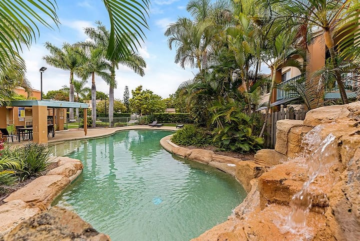 Burleigh waters - long term rent. 3km to beach