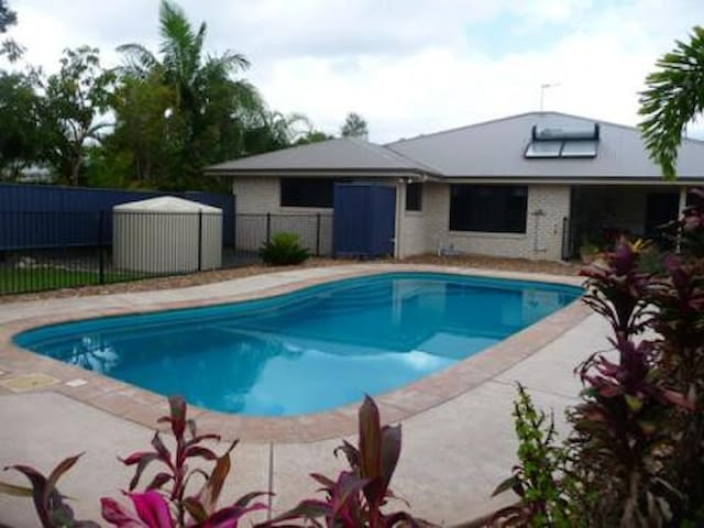 Quiet retreat by the pool - Cooloola Cove - Hus