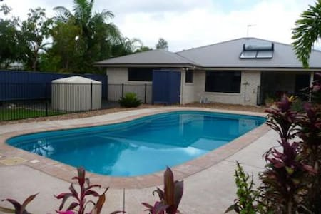 Quiet retreat by the pool - Cooloola Cove - Talo