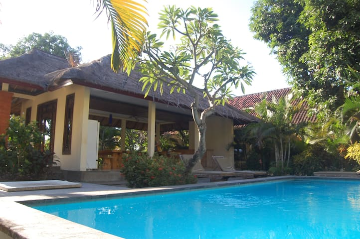 Star East Guest House Amed 2