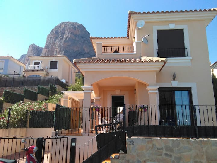Detached house, Balcony views- Benidorm & Mountain