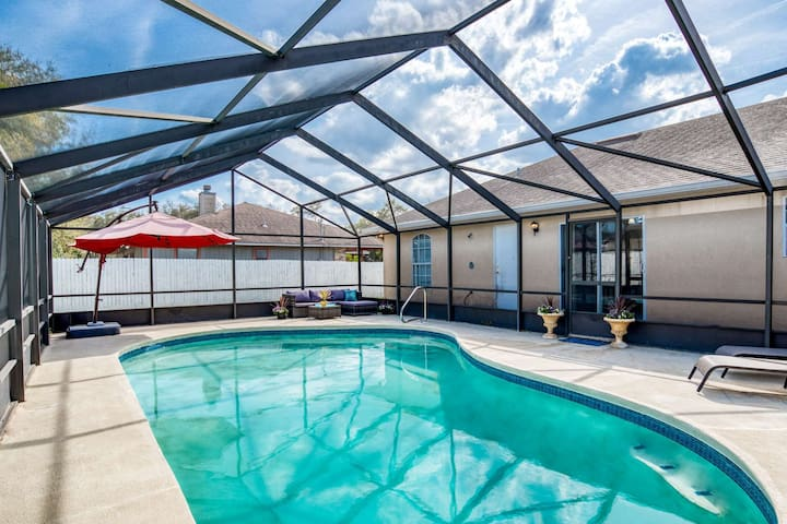 Bright and Spacious - POOL, 4 mi. to Old City, 5 mi. to Beach, Family Home, Free Attraction tickets