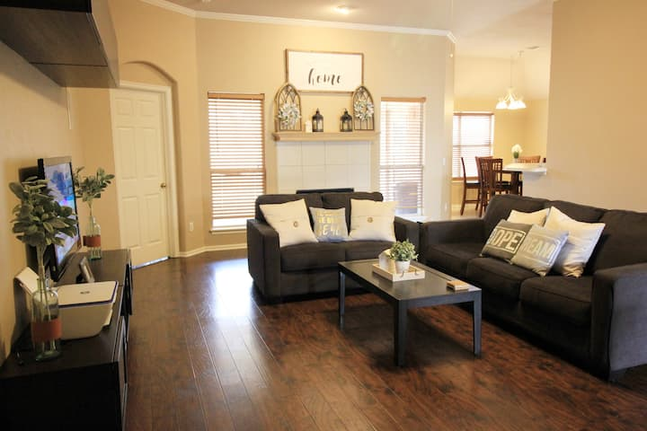** Welcoming Family-Friendly Home in Edmond/OKC **