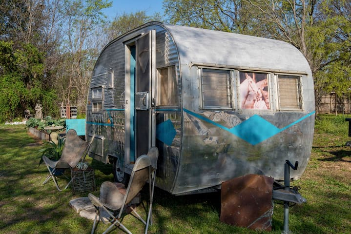 "Hill country vintage trailers Glamping ""Annie O"""