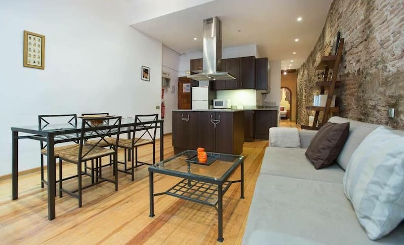 At walking distance from the beach and Las Ramblas - Barcelona - Appartement